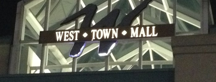 West Town Mall is one of Lugares favoritos de Haluk.