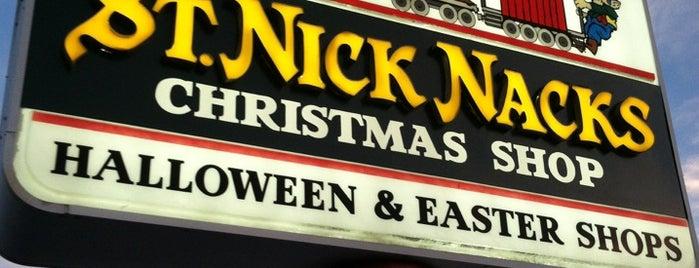 St. Nick Nacks is one of Tempat yang Disukai Elena.