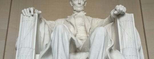 Lincoln Memorial is one of Tempat yang Disimpan James.