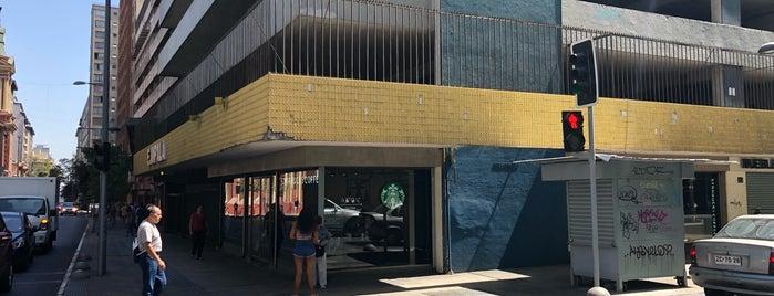 Starbucks is one of สถานที่ที่ KLau ถูกใจ.