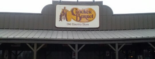 Cracker Barrel Old Country Store is one of Tempat yang Disukai Elizabeth.