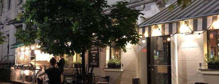 News Café is one of Lieux qui ont plu à Tema.
