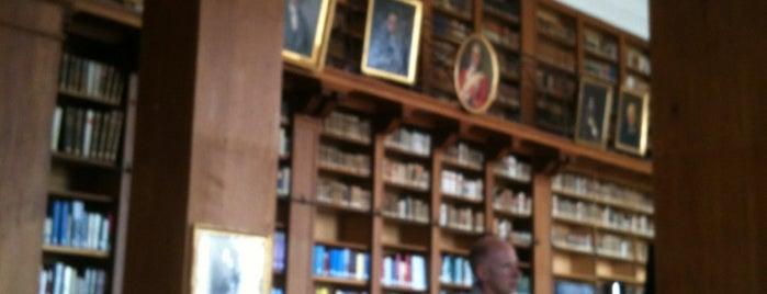 Bibliothèque publique et universitaire (BPU) is one of La vie en suisse.
