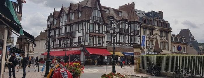 Café De Paris is one of Cabourg 14390, 14 Calvados, Basse-Normandie.