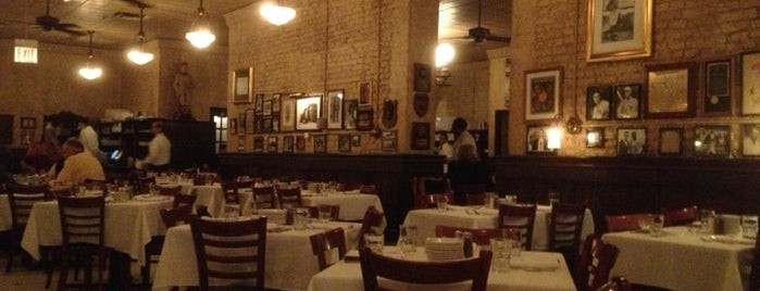 Harry Caray's Italian Steakhouse is one of La comida time.