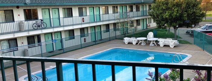 Motel 6 is one of Tempat yang Disimpan Bill.