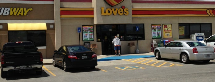 Love's Travel Stop is one of Lieux qui ont plu à Daron.