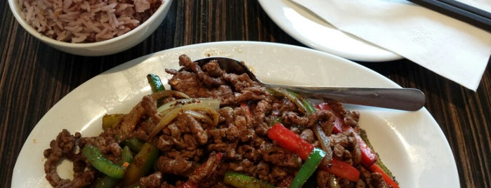 Peaceful Restaurant 和平饭店 is one of Vancouver Restaurants.