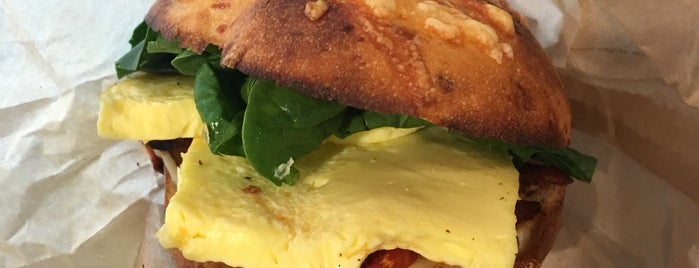Panera Bread is one of Lugares favoritos de Melissa.