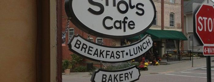 Shots Cafe is one of Jeree'nin Kaydettiği Mekanlar.