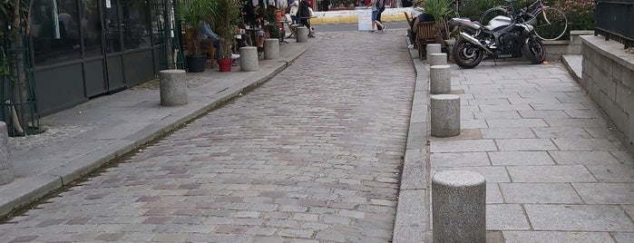 Rue de la Bûcherie is one of Paris Neighberhood.