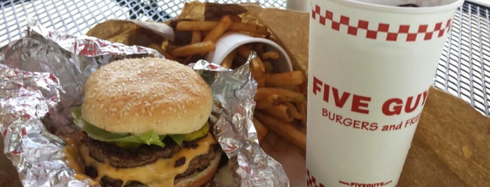 Five Guys is one of Locais curtidos por bill.