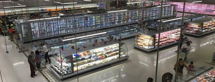 Supermercado Riba Smith is one of Lieux qui ont plu à Nicole.