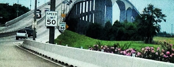 Sam Houston Ship Channel Bridge Plaza is one of Lieux qui ont plu à Bobby.