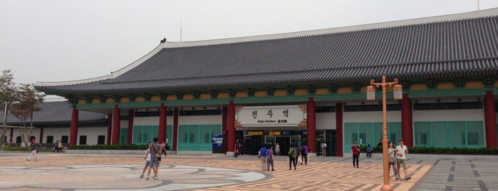 Jinju Stn. is one of สถานที่ที่ Zinan ถูกใจ.