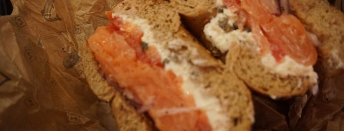 Zucker's Bagels & Smoked Fish is one of Orte, die J gefallen.