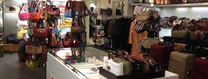 Longchamp Outlet is one of Locais curtidos por Lillian.