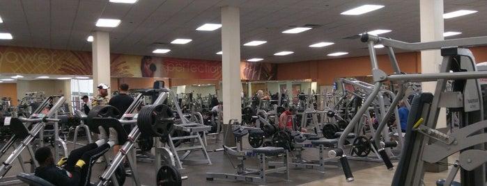 LA Fitness is one of Julie'nin Beğendiği Mekanlar.