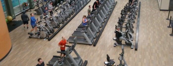 LA Fitness is one of Lugares favoritos de Julie.