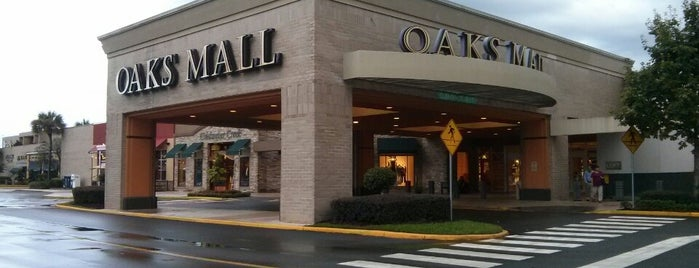 The Oaks Mall is one of Lugares favoritos de Sarah.