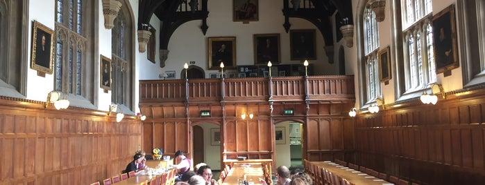 Pembroke College Hall is one of Orte, die Enda gefallen.