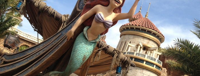 Under the Sea ~ Journey of the Little Mermaid is one of Tempat yang Disukai Leonda.