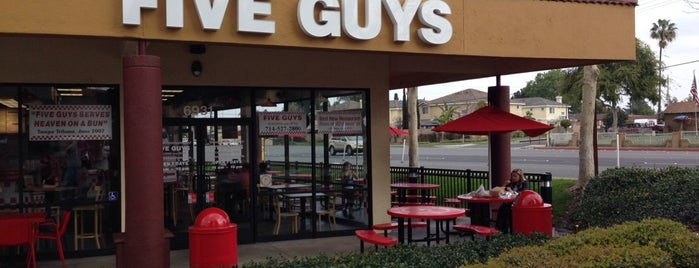 Five Guys is one of Locais curtidos por Liogon.