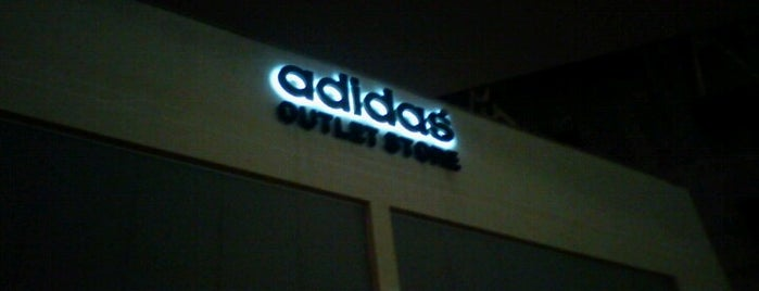 Adidas Outlet is one of Lugares favoritos de Juli.