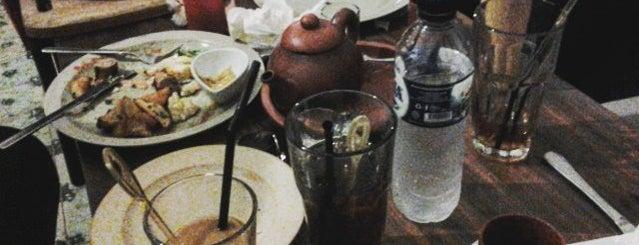 Basilia Café and Dine is one of Nongkrong di semarang.