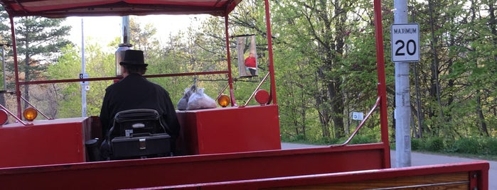 High Park Trackless Train is one of Orte, die Sofia gefallen.