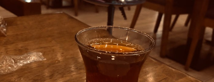 Da Vinci Cafe & Lounge is one of Locais curtidos por Turgut Can.