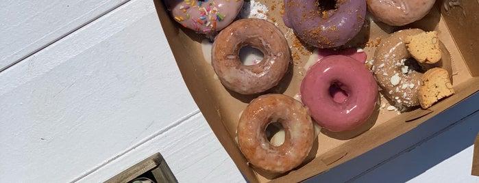Side Door Donuts is one of Lugares favoritos de Rachel.