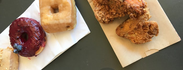 Astro Doughnuts & Fried Chicken is one of Lugares favoritos de Rachel.