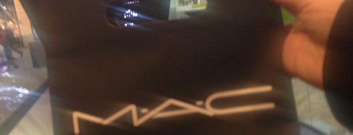 MAC Cosmetics is one of Zeeha 님이 좋아한 장소.