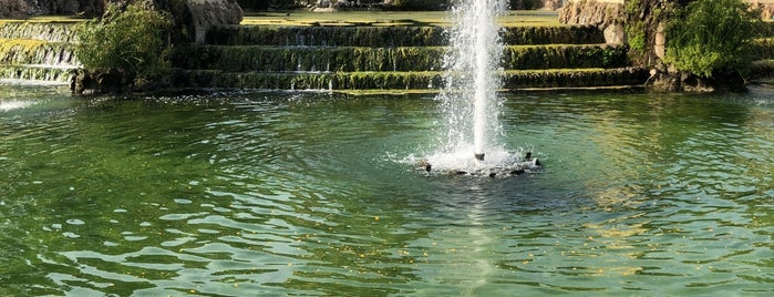 Parc de la Ciutadella is one of สถานที่ที่ Jonathan ถูกใจ.