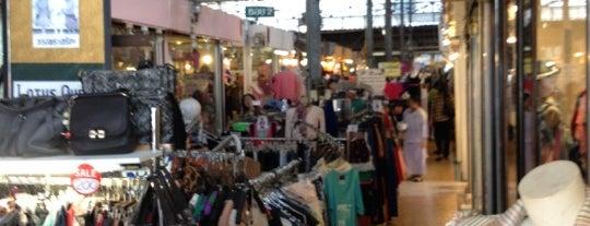 ตลาดลุงเพิ่ม is one of สถานที่ที่ JOY ถูกใจ.