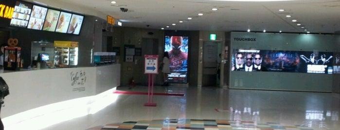 MEGABOX Gangnam is one of สถานที่ที่ Kyusang ถูกใจ.