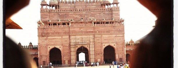 Fatehpur Sikri is one of Lugares favoritos de Henry.
