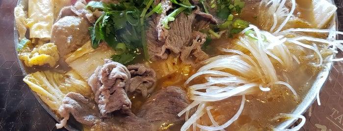 Tasty Pot 味鼎 Taiwanese Cuisine is one of สถานที่ที่บันทึกไว้ของ David.
