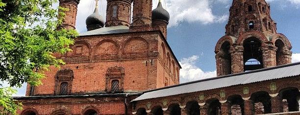 Храмы Успения Богородицы и Воскресения Словущего в Крутицах is one of Москва, где я была #2.