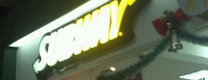 Subway is one of Tempat yang Disukai Lia.