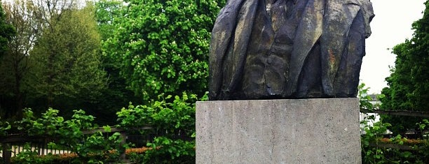 Robert Schuman monument is one of Nice spots around Schuman.