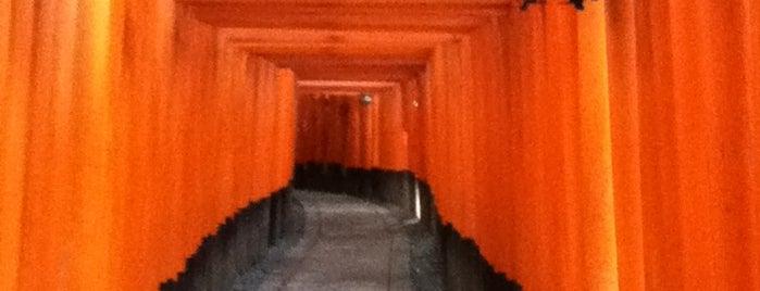 후시미이나리 신사 is one of Kyoto.