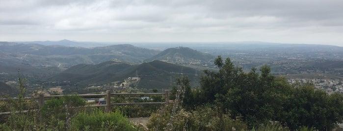 Double Peak Park is one of สถานที่ที่ Xinnie ถูกใจ.