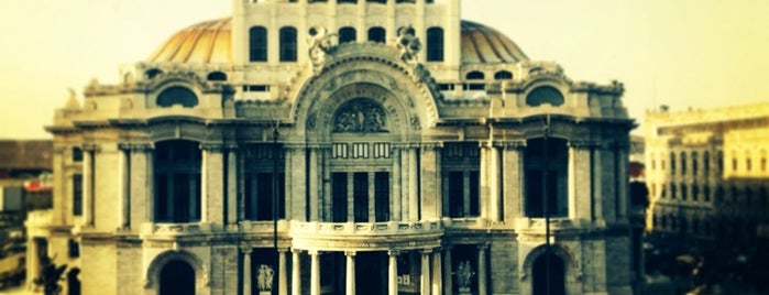 Palacio de Bellas Artes is one of Some best places of Mexico City..