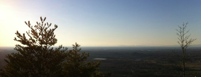 Pinnacle Peak (Crowders Mountain) is one of Curtis : понравившиеся места.