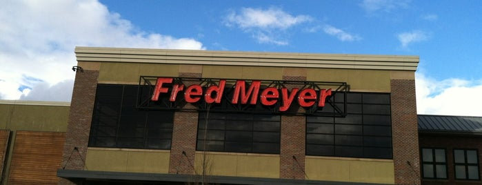 Fred Meyer is one of Tempat yang Disukai Morgan.