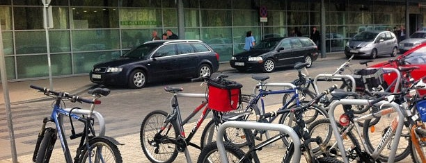 Uniwersyteckie Centrum Kliniczne (UCK) is one of Posti che sono piaciuti a Tomek.
