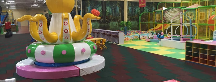 Sky Sports Trampoline Park is one of Posti che sono piaciuti a Helen.