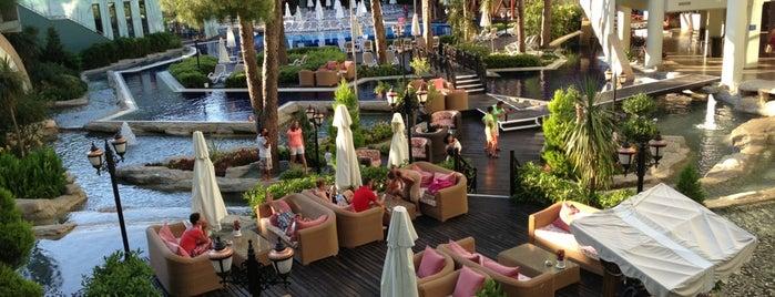 Atlantis Main Restaurant is one of Orte, die Esra gefallen.
